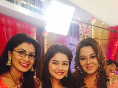 Kumkum Bhagya shines at ZEE Rishtey Awards with Roma Navani