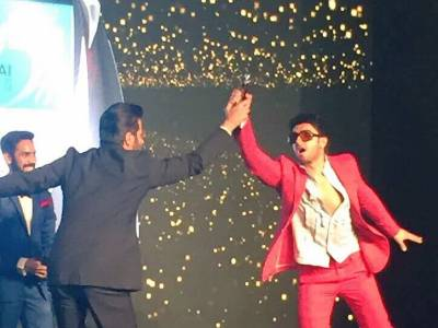 Ranveer Hits Yet Another Perfect Score On The Style Meter At The HT Most Stylish Awards
